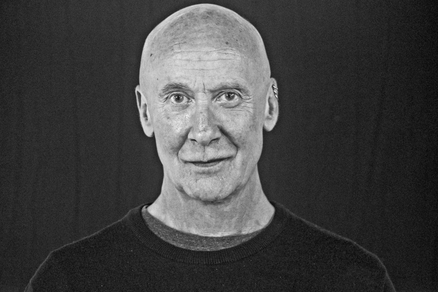 El director, dramaturgo, actor y profesor Tom Bentley-Fisher